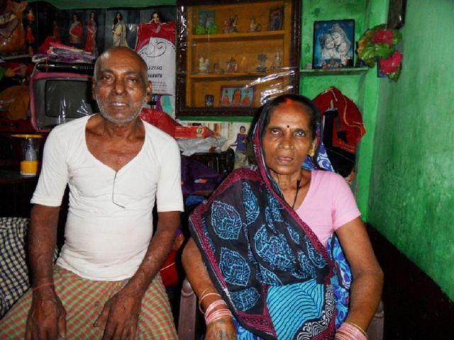 गंगा मुक्ति आंदोलन से जुड़े योगेंद्र सहनी और फेकिया देवी