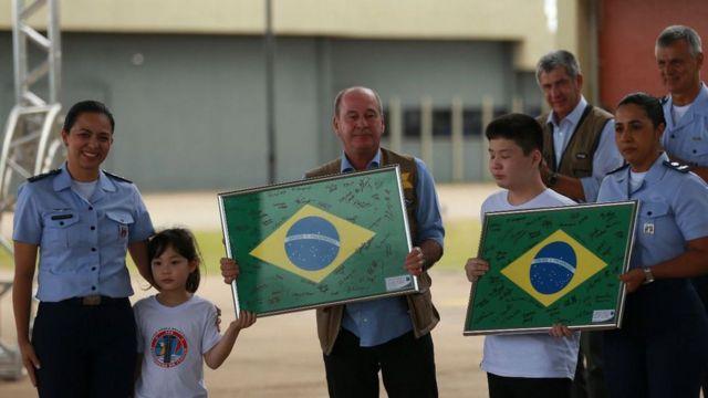 Ministro Fernando Azevedo em cerimônia após a liberação dos brasileiros em quarentena