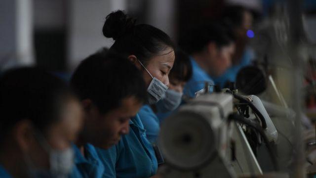 Trabajadores en una fábrica china.