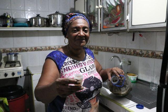 Feliciana Hurtado pose pour une photo chez elle à Buenaventura