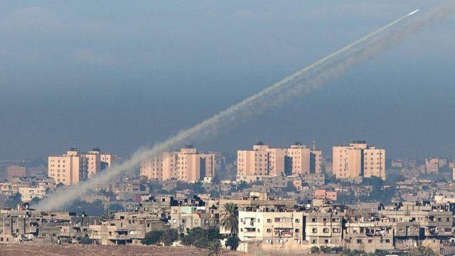 حماس و دیگر گروه های شبه نظامی غزه اغلب به سمت شهرها و شهرهای اسرائیل موشک پرتاب می کنند