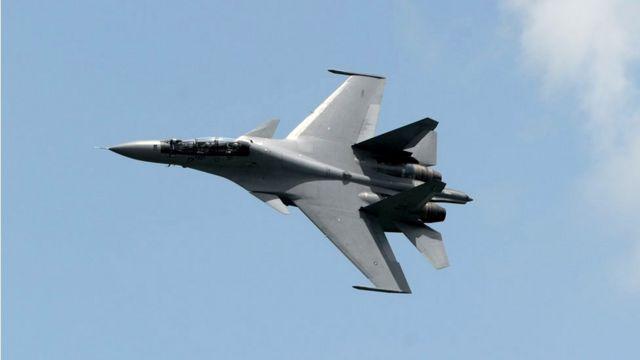 中国戦闘機、東シナ海上空で米軍機に接近 - BBCニュース