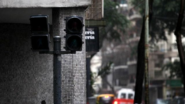 Неработающие светофоры - это лишь один из аспектов проблемы транспортной инфраструктуры, лишенной электроэнергии