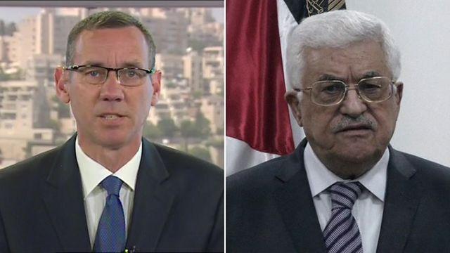 Israeli Prime Minister's spokesman Mark Regev (l) and Palestinian President Mahmoud Abbas (r)