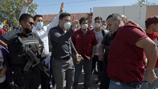 Protesta ante la fábrica Electrocomponentes de México en Juárez, México