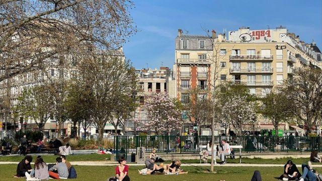 People in the park in Paris
