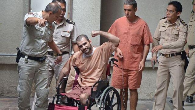 سعید مرادی پاهایش را در انفجار نارنجکی که خودش پرت کرد از دست داد