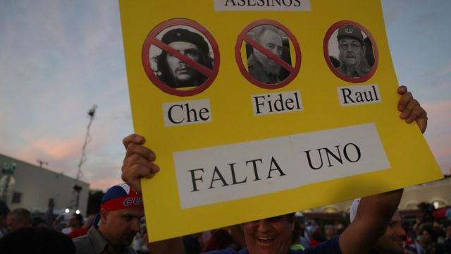 Cộng đồng người Cuba ở Miami ăn mừng khi nghe tin Fidel Castro qua đời