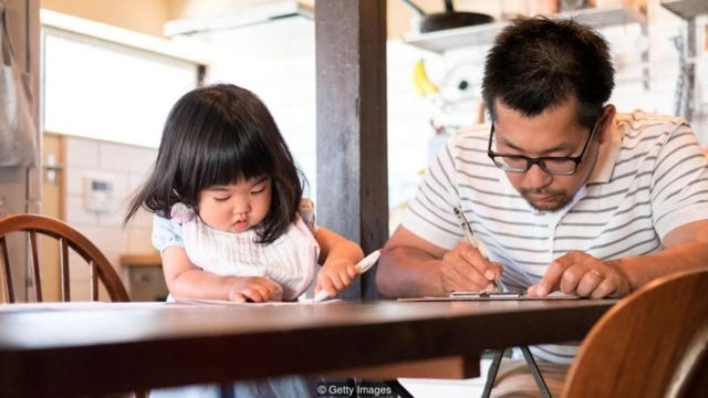 Peningkatan cuti ayah di Jepang meningkat dari 2 ke 7 persen — tanda bahwa ada perubahan opini yang terjadi.