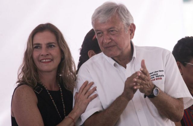 AMLO y su esposa Beatriz Gutiérrez Müller.