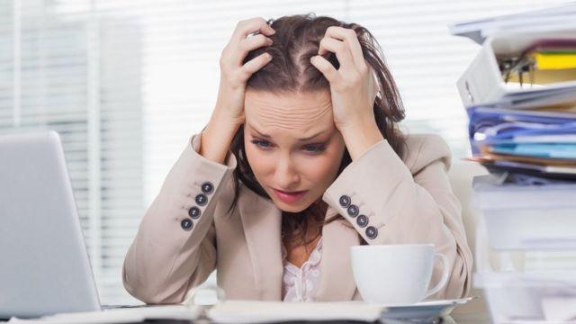 Pesquisas indicam que checar e-mails e redes sociais constantemente é fator de estresse