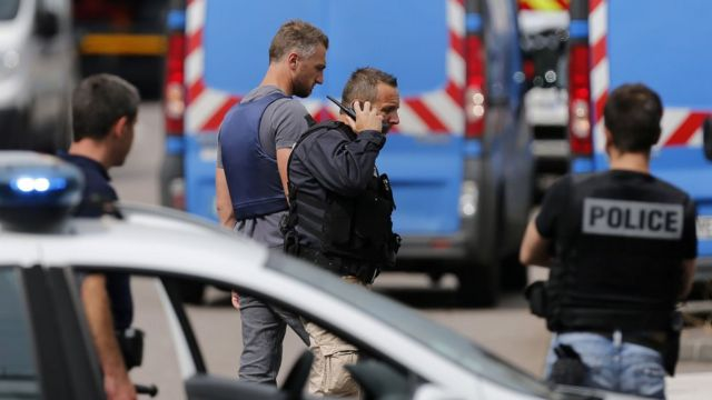 Полиция в Сент-Этьен-дю-Рувре