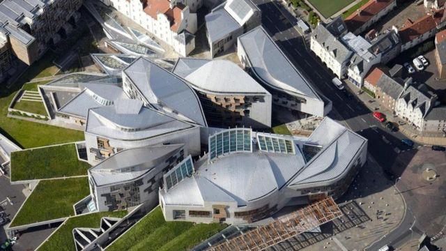 Здание шотландского парламента, Великобритания, 1999-2004 гг.