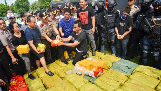 Barang bukti dalam kasus pengiriman 1 ton sabu asal Taiwan ke Anyer, Banten, 16 Juli 2017.