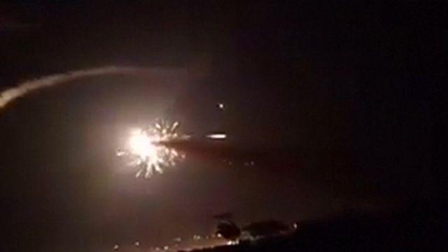"""(أرشيف) صورة نشرتها وكالة """"سانا"""" السورية تظهر ما يعتقد أنه هجوم صاروخي"""