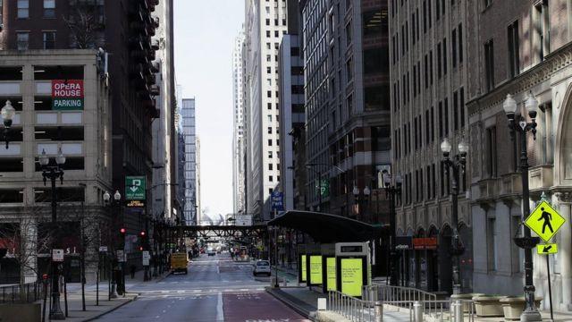 rua vazia em chicago