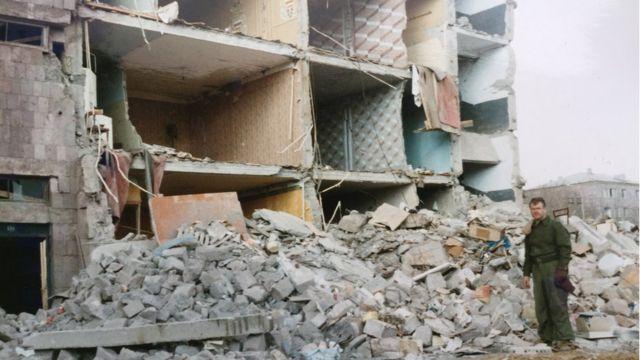 Развалины многоэтажки в Спитаке, 1988