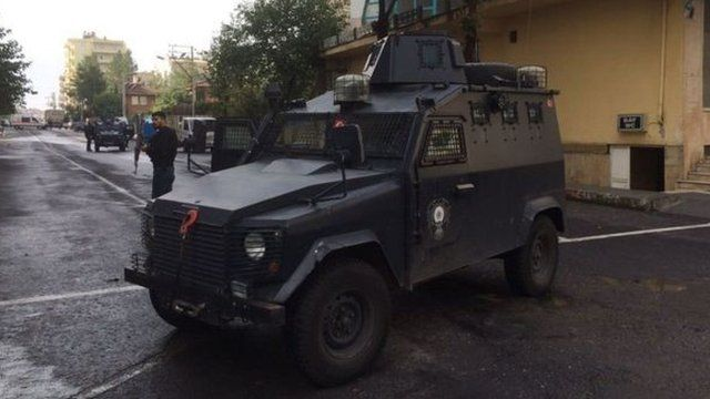 Armoured police vehicle