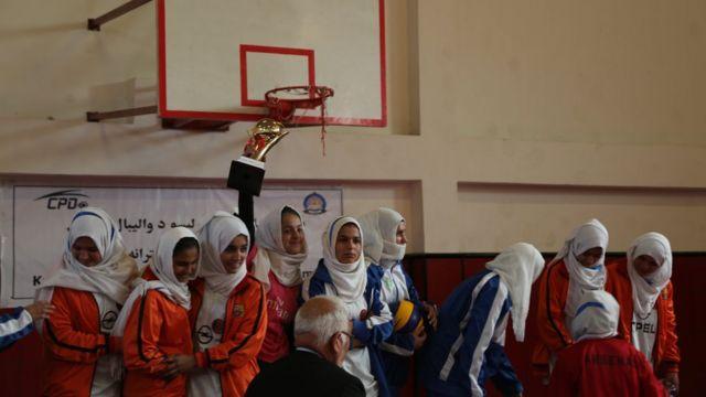 انځورونه: د کابل نجونو ښوونځیو ترمنځ د والیبال سیالۍ