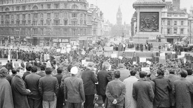 ১৯৭১ সালে লন্ডনের ট্রাফালগার স্কয়ারে স্বাধীন বাংলাদেশের দাবিতে প্রবাসী বাঙালিদের সমাবেশ