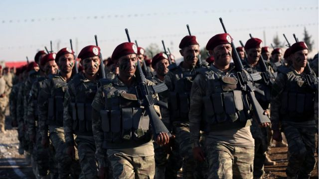 Operasyonda yer alan Özgür Suriye Ordusu'na (ÖSO) bağlı Hamza Bölüğü mensupları bir eğitim sırasında.