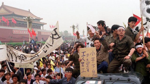 1989年,民众在北京天安门抗议