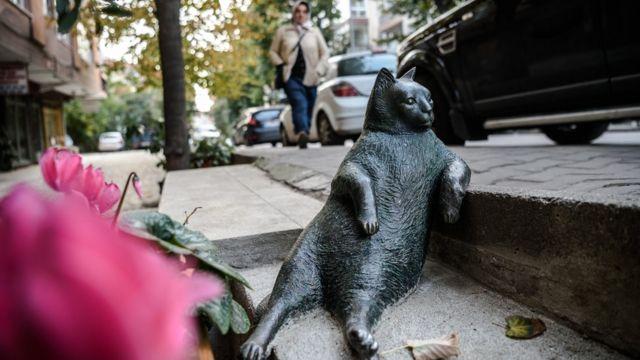 Kadıköy'deki Tombili heykeli