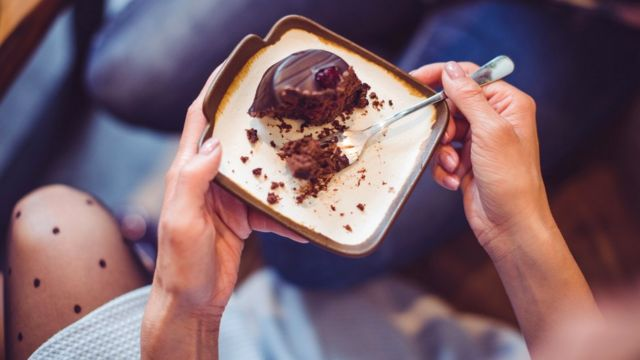 Всего-навсего кусочек торта может пустить под откос всю вашу диету, если вы отнесетесь к нему, как к личной катастрофе