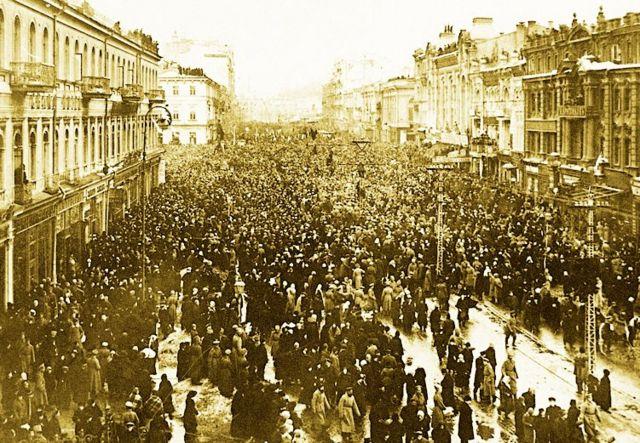 Хрещатик, одна з перших маніфестацій киян під час Лютневої революції