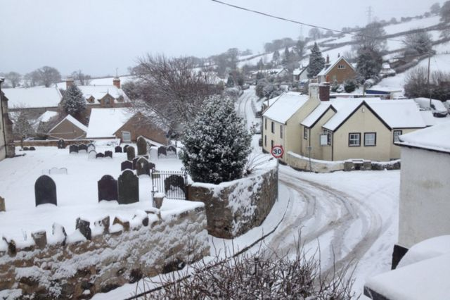 Дома, засыпанные снегом