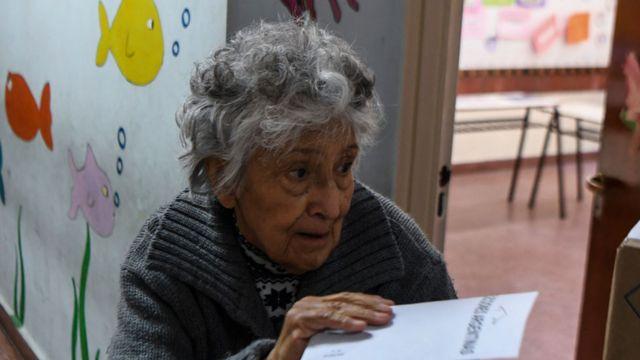 Jubilada votando