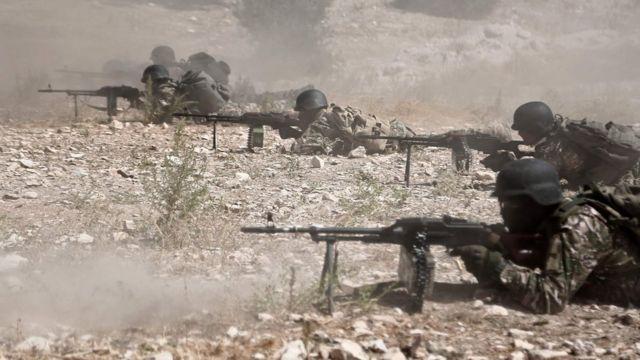 Operasyona kaşı hazırlık yapan Ulusal Kurtuluş Cephesi militanları.