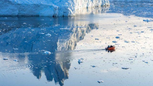Icebergs cerca a Ilulissat, Greenland.