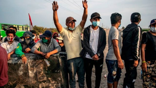 Peasants block the Pan-American highway to demand labour reforms, better wages and other benefits for workers of the agricultural sector in Ica, Peru