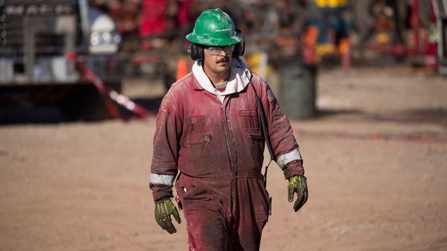 Un trabajador petrolero en Oklahoma.