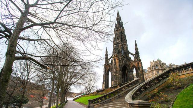 Монумент Вальтеру Скотту в Эдинбурге, общий вид