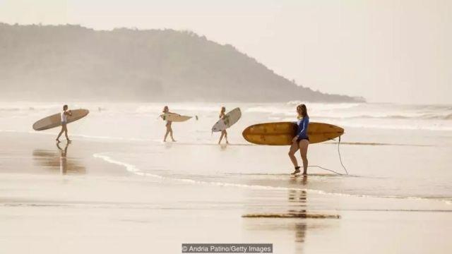 Nhiều người nước ngoài thích chọn các bãi biển củaa Costa Rica