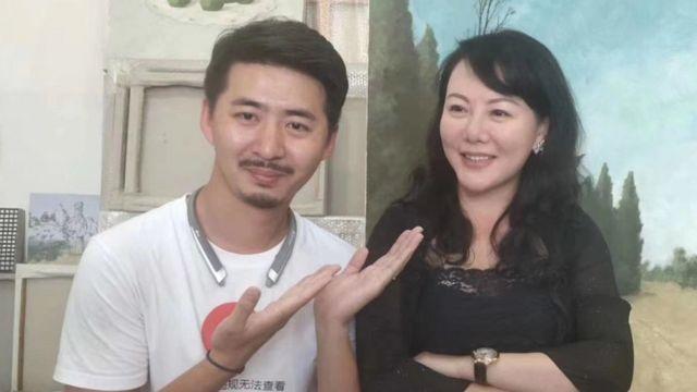耿潇男(右)和陈秋实