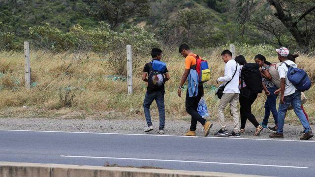 Венесуэльцы на шоссе в Колумбии