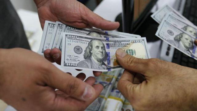 """دلار ۴۲۰۰ تومانی به دلیل این که اولین بار اسحاق جهانگیری، معاون اول رئیس جمهور ایران از آن خبر داد به """"دلار جهانگیری"""" هم شهرت یافته"""