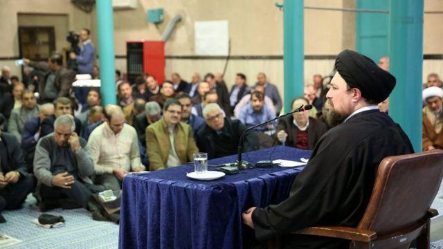 در زمان سخنرانی حسن خمینی که در جماران انجام شده، شماری از مقام های دولتی و حکومتی و برخی چهره های سیاسی جمهوری اسلامی ایران حضور داشته اند