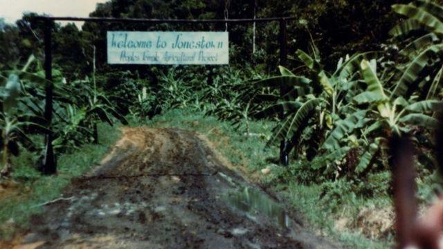A entrada de Jonestown
