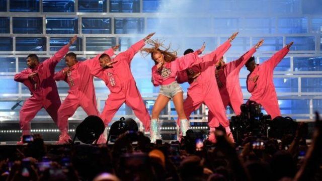 Beyonce menjadi perempuan kulit hitam pertama yang menjadi bintang utama festival musik Coachella