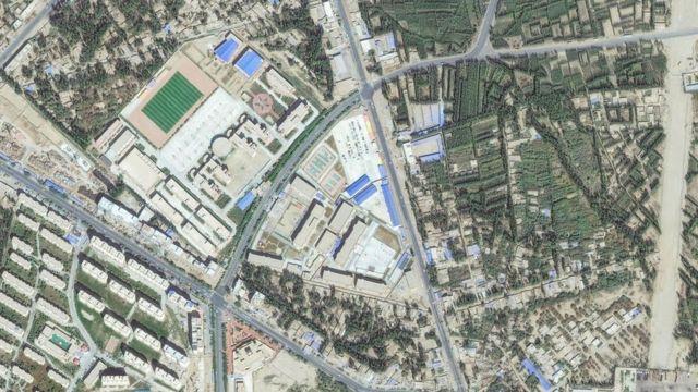 """Çin'in Sincam bölgesindeki Hotan'da bulunan bir """"yeniden eğitim merkezi""""nin 2019 yılına ait uydu fotoğrafı"""