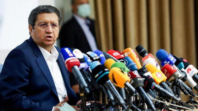 عبدالناصر همتی بعد از نامزدی در انتخابات از ریاست بانک مرکزی کنار گذاشته شد
