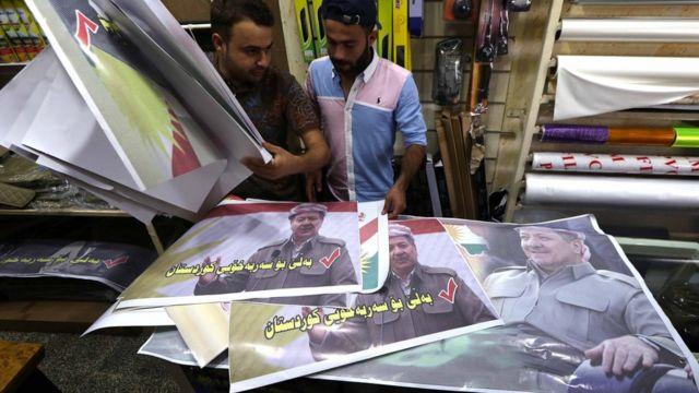 Erbil'de referandum kampanyası için afişler hazırlanıyor.
