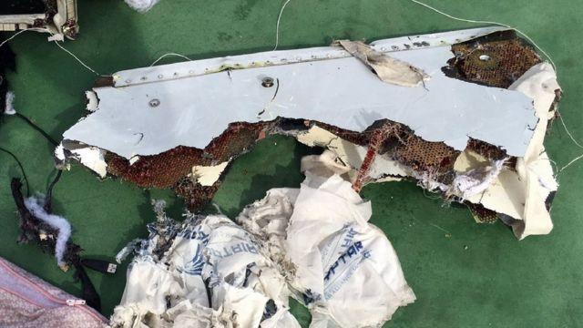 Parte de los restos que habían sido encontrados del vuelo MS804 de EgyptAir.