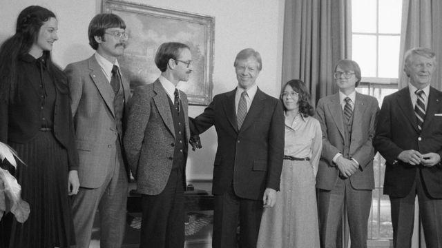 Jimmy Carter con los funcionarios de la embajada secuestrados en Irán.
