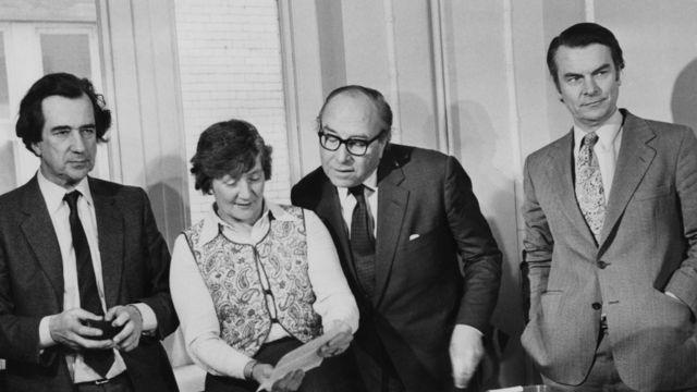 اعضای برجسته حزب کارگر که با انشعاب، حزب سوسیال دموکرات را پایه گذاشتند