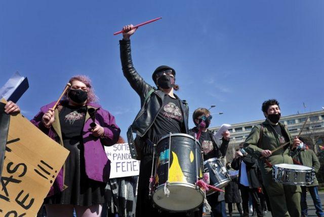 راهپیمایی روز زن در بخارست پایتخت رومانی